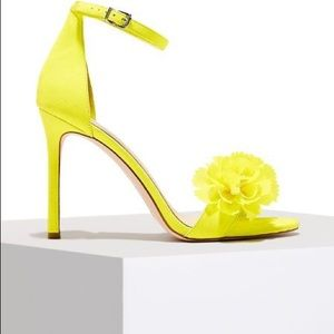 Jessica Simpson NWT yellow floral heels.